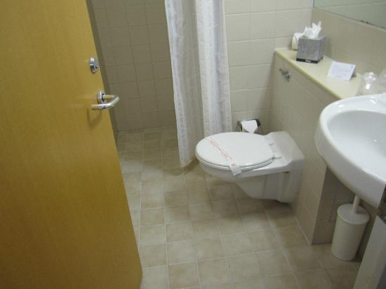 Agnes Blackadder Hall - University of St Andrews: Decent Bathroom