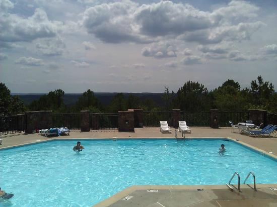 Wyndham Resort at Fairfield Bay: Mountain Ridge pool with beautiful view of mountains