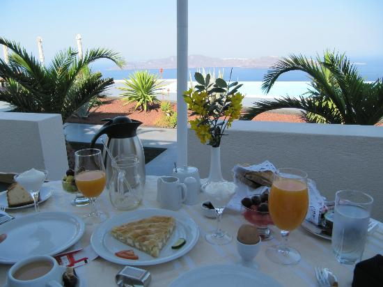 Anastasis Apartments: Breakfast with a view