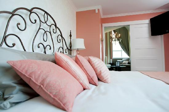 Elm Hurst Inn & Spa: The Pink Premium Suite