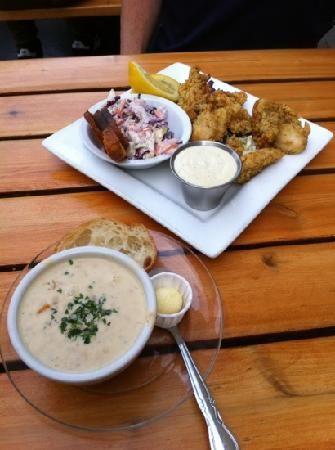 Boundary Bay Brewery & Bistro : fried oysters and salmon chowder