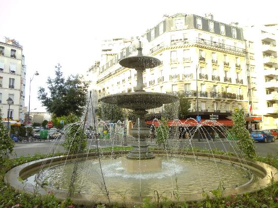 Zazie Hotel: beautiful square near hotel