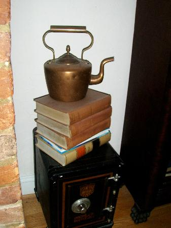 The Kenmore Inn: Antique teapot