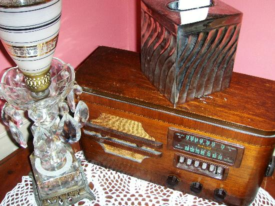 The Kenmore Inn: Antique radio