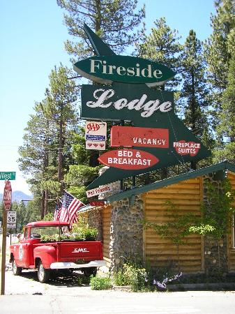 Fireside Lodge Bed and Breakfast: Street view