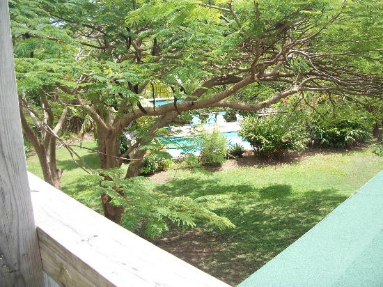 La Finca Caribe: View to pool from balcony of Casa Nueva