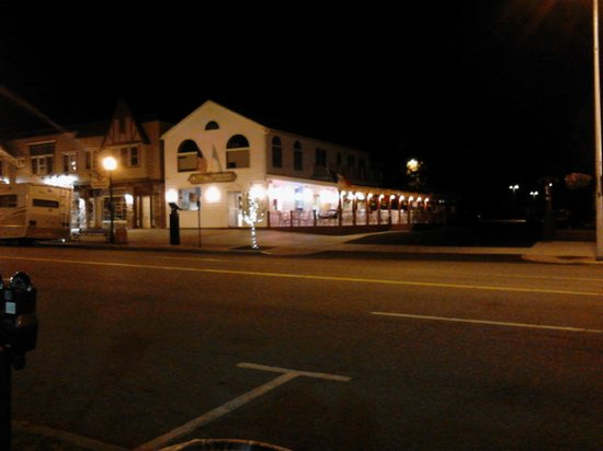 Guiseppe's Restaurant: Front view from across Canada St.