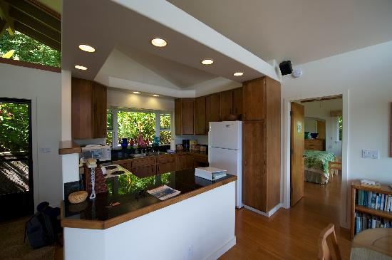 Maui Tradewinds: The kitchen