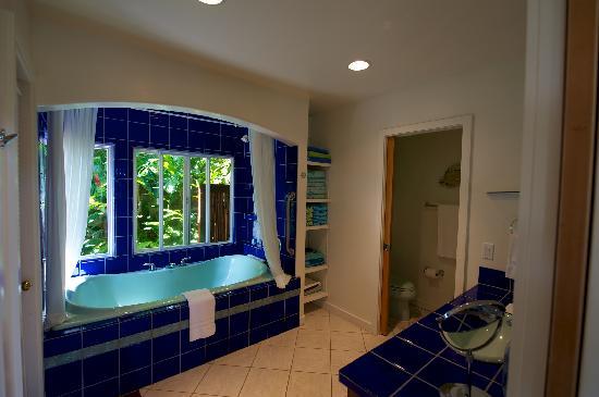 Maui Tradewinds: Master bath