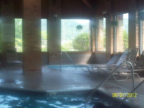 New Martinsville Inn: The pool area
