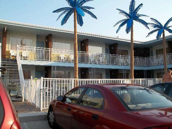 Blue Palms: close up of the motel