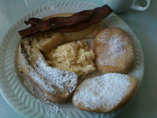 Old Castillo Bed & Breakfast: Daily breakfast