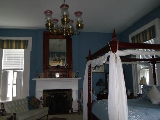 1851 Historic Maple Hill Manor Bed & Breakfast: One of the rooms.