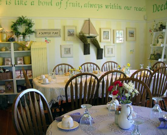 Okoboji Country Inn: Photo of Annabelle's Tea Room where breakfast is served