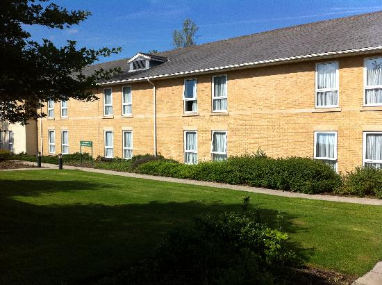 Eastwood Hall: Accommodation blocks with exit to car park