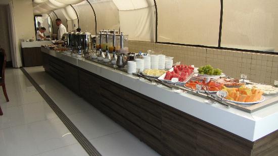 BEST WESTERN PREMIER Majestic: Mesa do café da manhã (c/ tapioca feita na hora!)