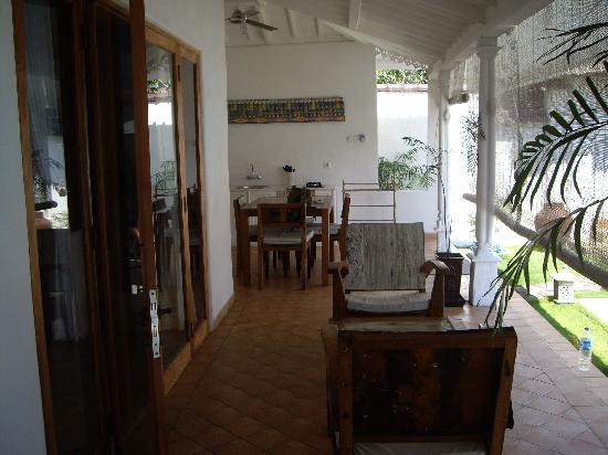 Hotel Puri Tempo Doeloe: our verandah and kitchen