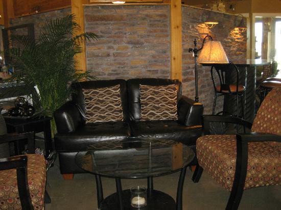 Garden Store & Café : More cozy cafe seating.