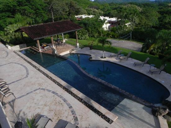 Villa Buena Onda: Infinity Pool