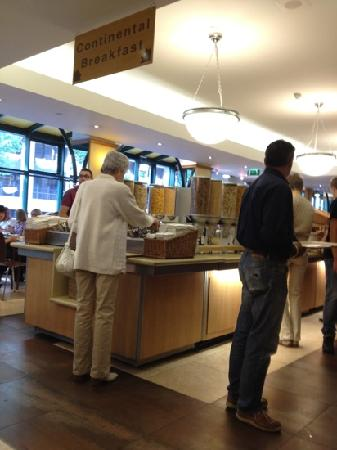 Royal National Hotel : The Breakfast time