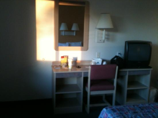 Americas Best Value Inn- Amarillo Airport/Grand Street: in front of bed