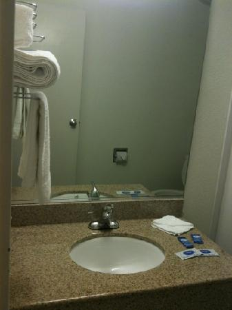 Americas Best Value Inn- Amarillo Airport/Grand Street: bathroom sink