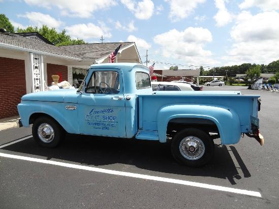 Mount Airy, Carolina del Norte: Emmit's Fix It Truck