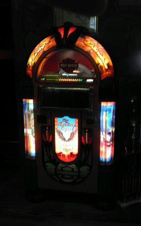 beautiful restored jukebox - Picture of Art In Motion