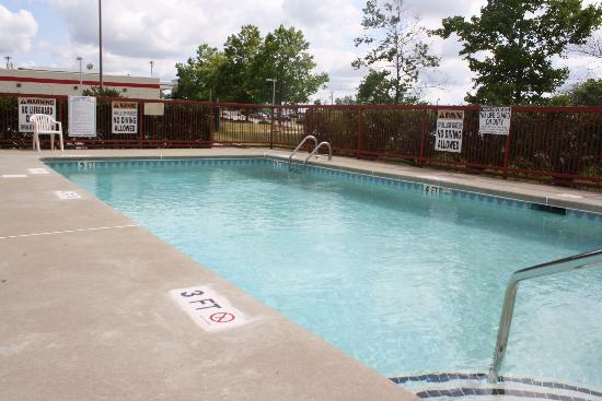 Days Inn Mauldin/Greenville: Our Swimming Pool