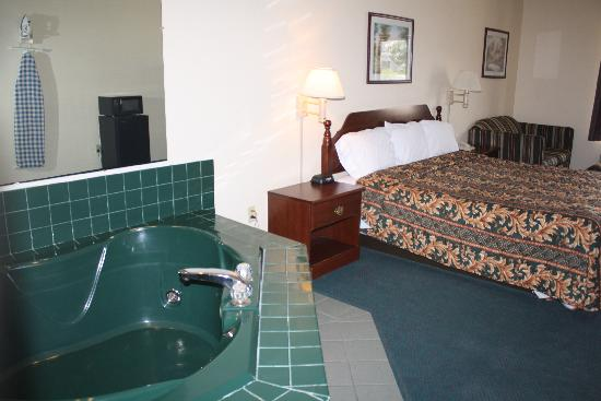 Days Inn Mauldin/Greenville: Jacuzzi Suite
