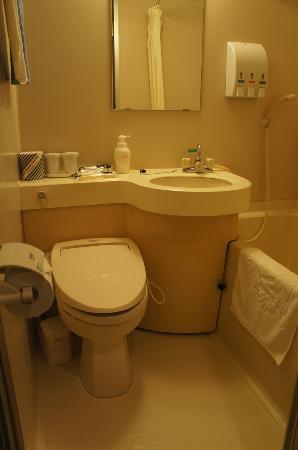 APA Hotel Fukuoka Yukuhashi Ekimae: Bathroom