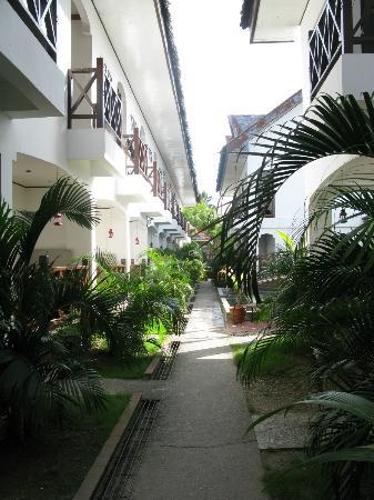 Nirvana Beach Resort: path to our unit