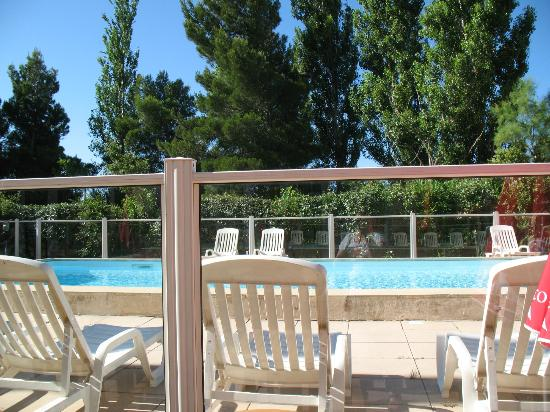 Ibis Marseille Provence Aéroport : swimmingpool
