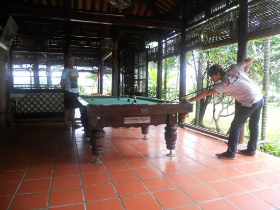 Pho Hoi Riverside Resort: billiards table