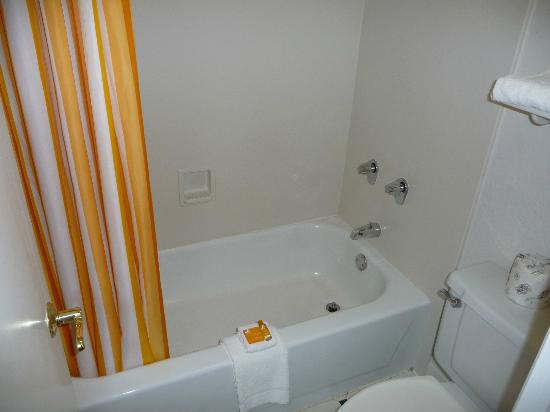 La Quinta Inn Pittsburgh Airport: Tub
