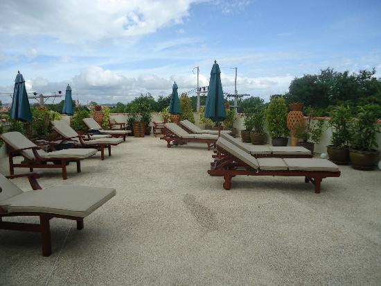 บ้านสวยรีสอร์ท: One of two seperate sun terraces