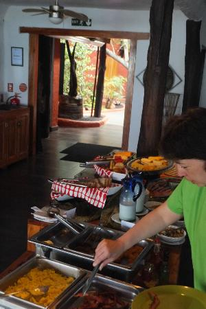 Galapagos Unbound - ROW Day Tours and Adventures: Delicious buffet at Red Mangrove