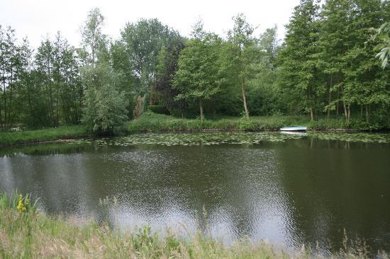 Vanhercke B&B : view near the house