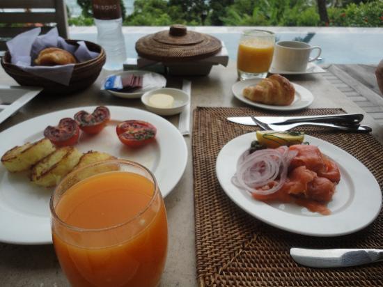 Trisara Phuket: ルームサービスでの朝食