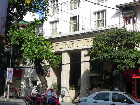 Silk Path Hotel: Front