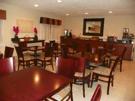 Royalton Inn & Suites: Roylaton Inn & Suites, Upper Sandusky