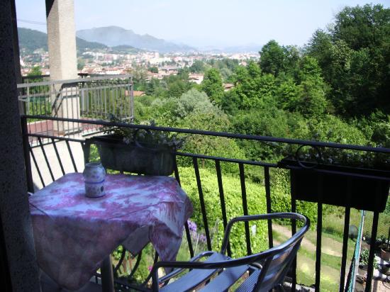 Dimora Del Riccio : vista dal balcone pettirosso