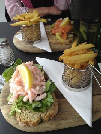 Simply Deanes: prawns and salmon on wheaten