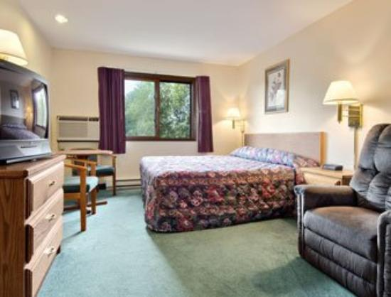 Boarders Inn & Suites : Deluxe Room