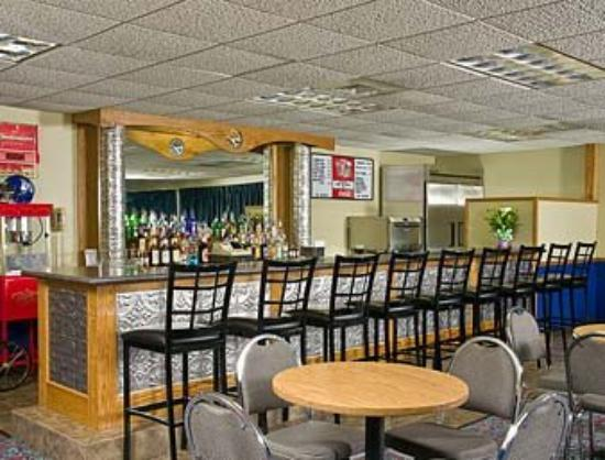 Badger Hotel: Bar and Grill