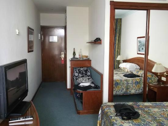 في آي كيه هوتل سان أنطونيو: Room was big and plenty of storage space 