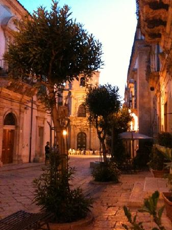 Piadineria San Giovanni : vista dai tavolini all'aperto.