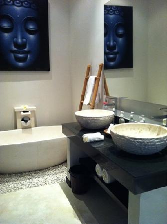 Katala Villas: bathroom