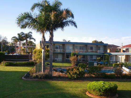 Lakeside Holiday Apartments: Grounds