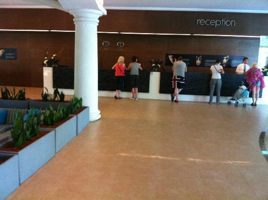 DIT Evrika Beach Club Hotel : Reception